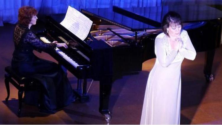 Оперную певицу заставляли петь шансон