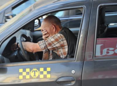 53-летний таксист остался без колес и без денег