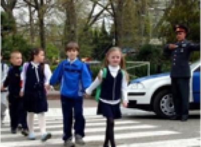 Безопасность по дороге в школу обеспечат сотрудники ГИБДД
