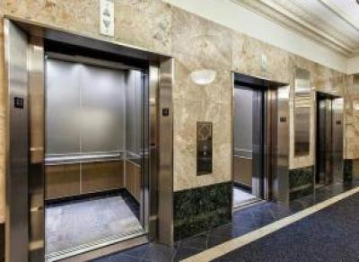 В Правительстве Вологодской области заменят 3 лифта
