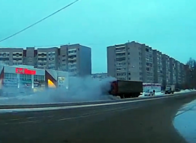 В Вологде загорелся грузовик