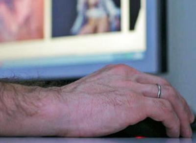 Житель Вохтоги подозревается в распространении порнографии с несовершеннолетними