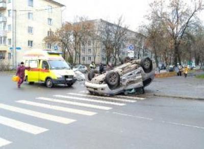 ДТП в центре Вологды: иномарка перевернулась на крышу