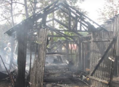 В Чагоде сгорел гараж вместе с автомобилем