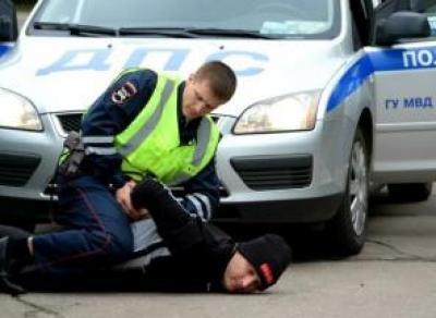 Брат и сестра побили инспектора ДПС