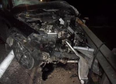 Иномарка залетела под фуру: водитель умер