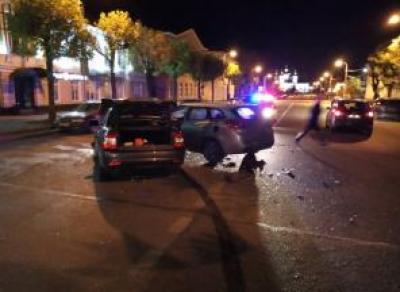 В Череповце в крупном ДТП пострадали парень и девушка