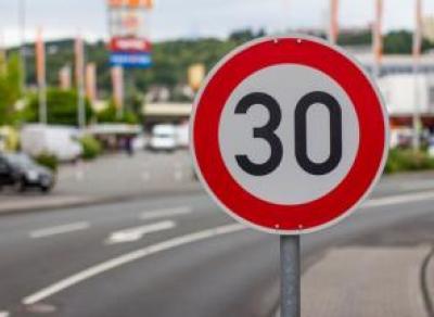 На трассе М-8 до августа ограничат скорость передвижения
