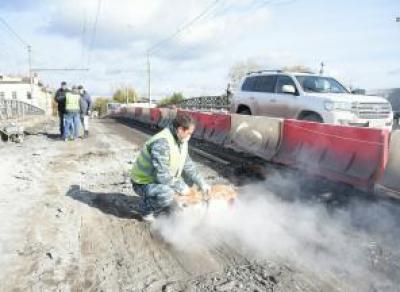Ремонт на Октябрьском мосту всё ещё не закончен