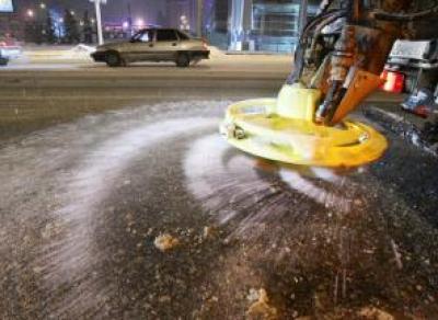 Этой зимой в Череповце испытают новые противогололедные реагенты