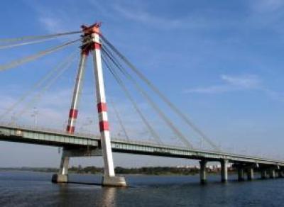 В Череповце завершили покраску Октябрьского моста
