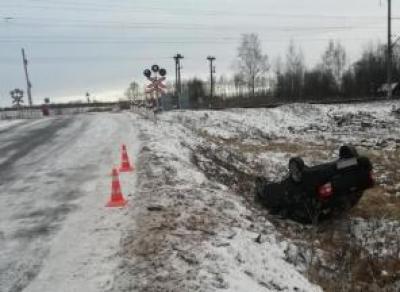 Под Вологдой машина опрокинулась в кювет: два пострадавших