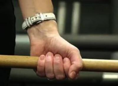 Заступился за жену: вологжанин угрожал полицейскому палкой