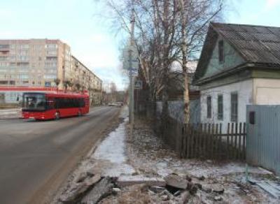 В Череповце ликвидируют часть деревянного квартала на Биржевой