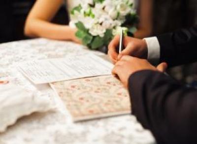 С 22 января влюбленные могут зарегистрировать свой брак в МФЦ
