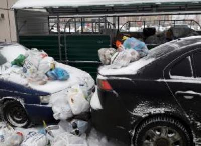 Вологжан, машины которых мешают вывозу мусора, хотят штрафовать