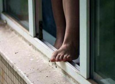 Пьяная вологжанка хотела выпрыгнуть из окна