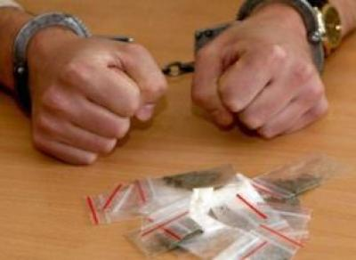 В Тепличном мкр задержали двух наркоманов