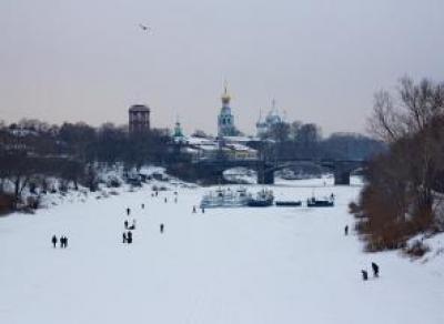 Вологжан предупреждают: выходить на лед стало опасно