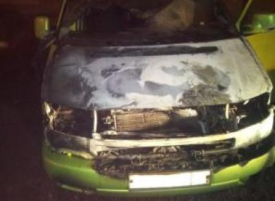 В Вологде подожгли микроавтобус