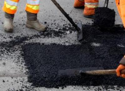 За одну ночь дорожники сделали ямочный ремонт на участках 12 улиц