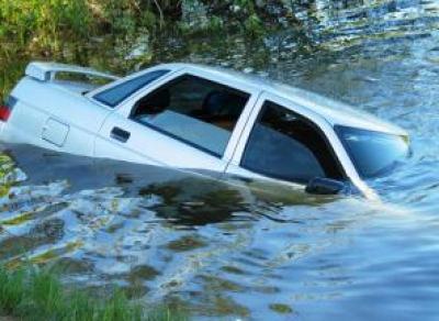 В Вологодской области девушка утопила машину из-за помады