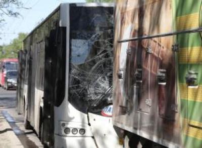 Автобус и грузовик столкнулись в центре Вологды