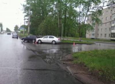 На Пошехонском шоссе столкнулись иномарка и ВАЗ