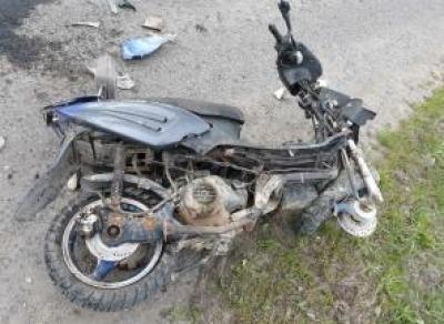 Под Соколом пьяный скутерист попал под грузовик