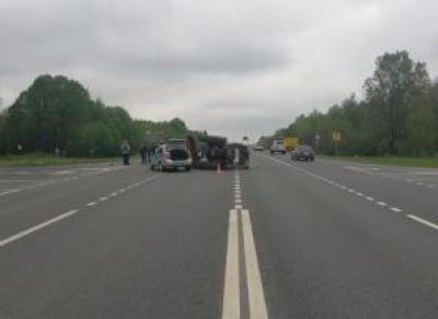 Под Вологдой иномарка и трактор не поделили дорогу