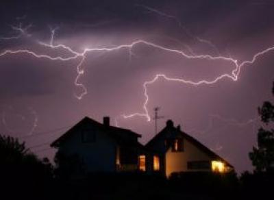 В Вологодской области молния ударила в жилой дом