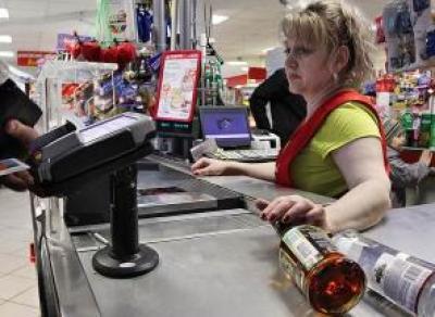 В Череповце мать-кассир уговорила сына украсть алкоголь