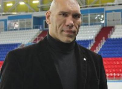 Николай Валуев даст старт хоккейному матчу в Вологде