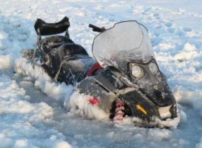 2 снегохода провалились под лёд Шексны