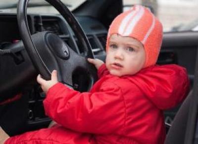 Автомобили запретили регистрировать на детей