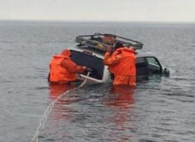 Ручей унёс «Тойоту» в Онежское озеро