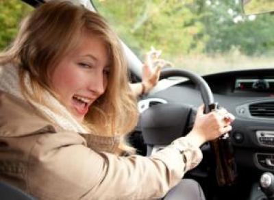 Пьяная девушка «практиковалась» в вождении