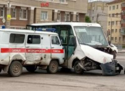 В Вологде скорая столкнулась с маршруткой