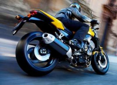 Мотоциклист сбил патрульного и убегал на «Хаммере»