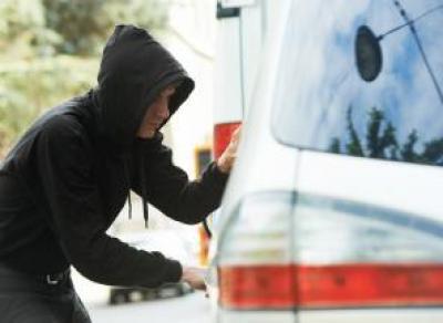 Угонщик вскрыл машину маникюрными ножницами и поехал кататься по Вологде