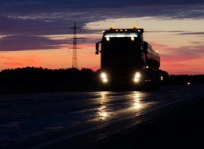 Женщина погибла под колёсами грузовика