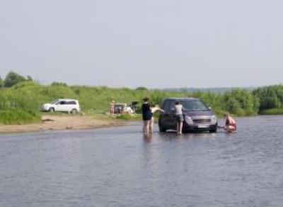 В Череповце 14 водителей оштрафовали за парковку у реки