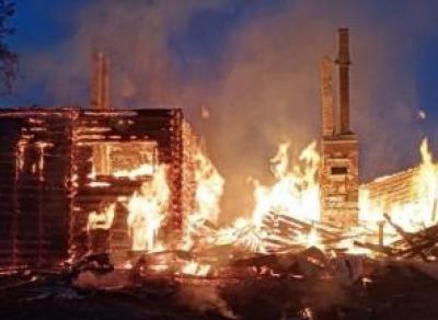 В Кубенском сгорел дом