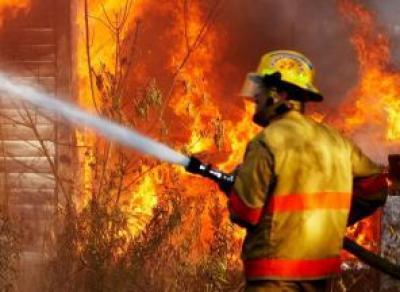 Двухэтажный дом загорелся в Вологде