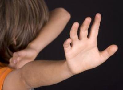 10-летнего мальчика в Шексне избивал сосед по палате