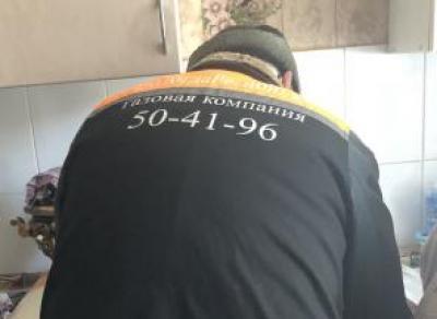 Человек в форме газовика напал на девушку