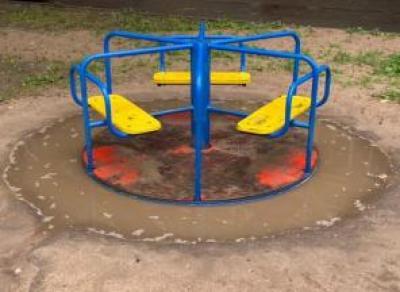 Хорошая детская площадка — редкость в Вологде