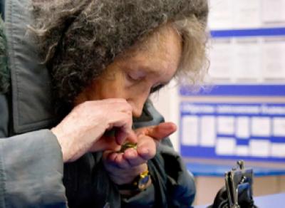Сотрудница почты спасла деньги пенсионерки от рук мошенников