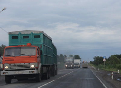 С сегодняшнего дня в областной столице ограничено движение грузовых машин
