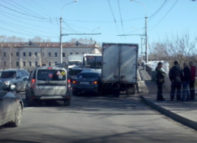 В центре города автомобиль «Газель» стал виновником длинной пробки